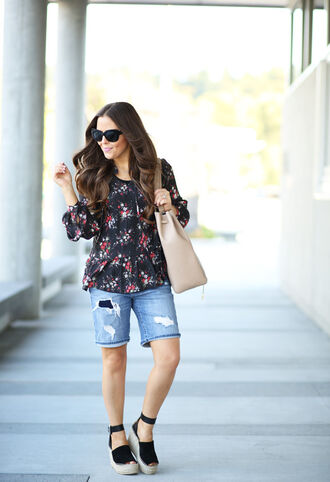 dress corilynn blogger top shorts shoes bag sunglasses blouse floral blouse floral top long sleeves black sunglasses shoulder bag nude bag denim shorts blue shorts spring outfits sandals wedges wedge sandals black sandals
