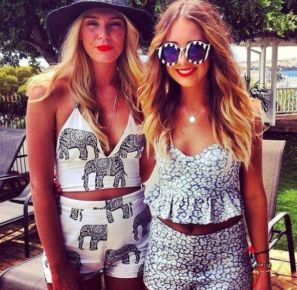 t-shirt jewels summer outfits top blue shirt beach romper jumpsuit print necklace style classy hot make-up lipstick red lipstick sunglasses stripes floral shorts floral tank top white trainers white t-shirt white crop tops corset top streetwear streetstyle
