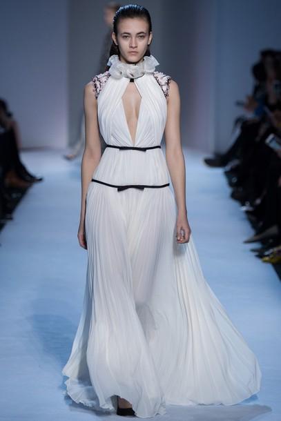 gown, prom dress, wedding dress, runway, model, paris fashion week 2016, fashion week 2016, giambattista valli, white dress, v neck dress, high neck, ...