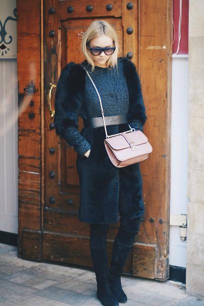 en vogue coop blogger fur shoulder bag winter coat texture blue fluffy coat dark blue