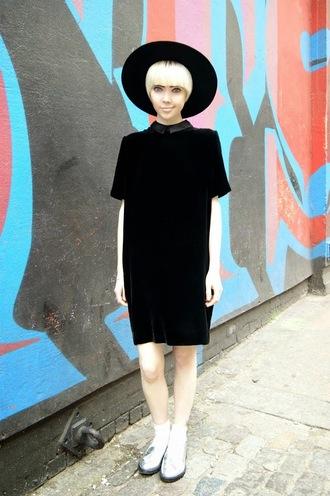 stella's wardrobe blogger dress shift dress silver shoes black dress black hat minimalist