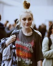 shirt,metalica,love,modern,sexy,summer,top,fashion,jessica stam,metallica,hair/makeup inspo,t-shirt,band t-shirt,music festival,rock,alternative,shoulder detail,grunge