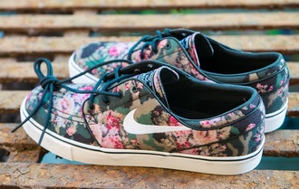 shoes nike nike sneakers nike sb floral flowers happy fashion summer summer shoes perfect