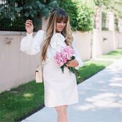 skirt,beige skirt,top,white top,handbag,beige handbag,bag