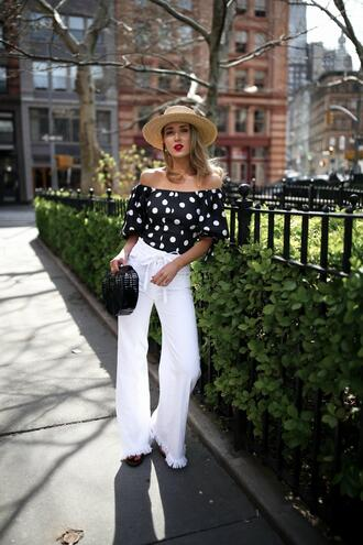 the classy cubicle blogger top jeans shoes hat bag