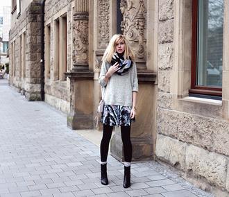 bekleidet blogger skirt scarf bag print winter outfits grey sweater