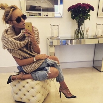 scarf beige gold sequins trendy jeans shoes sunglasses