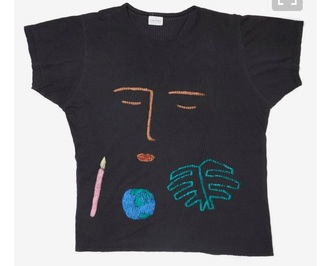 skirt shirt t-shirt black black t shirt black shirt face drawings face shirt shirt with face