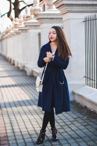 kolorowa dusza blogger coat blouse skirt jewels tights shoes blue coat shoulder bag white bag ankle boots