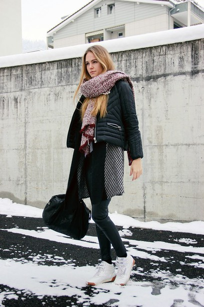 bonsoir cherie blogger scarf winter outfits down jacket sneakers