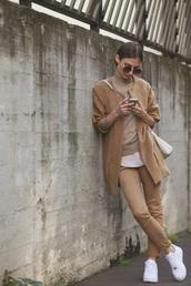 venka vision,blogger,top,jeans,bag,sunglasses,camel,turtleneck,sweater,coat,shoes
