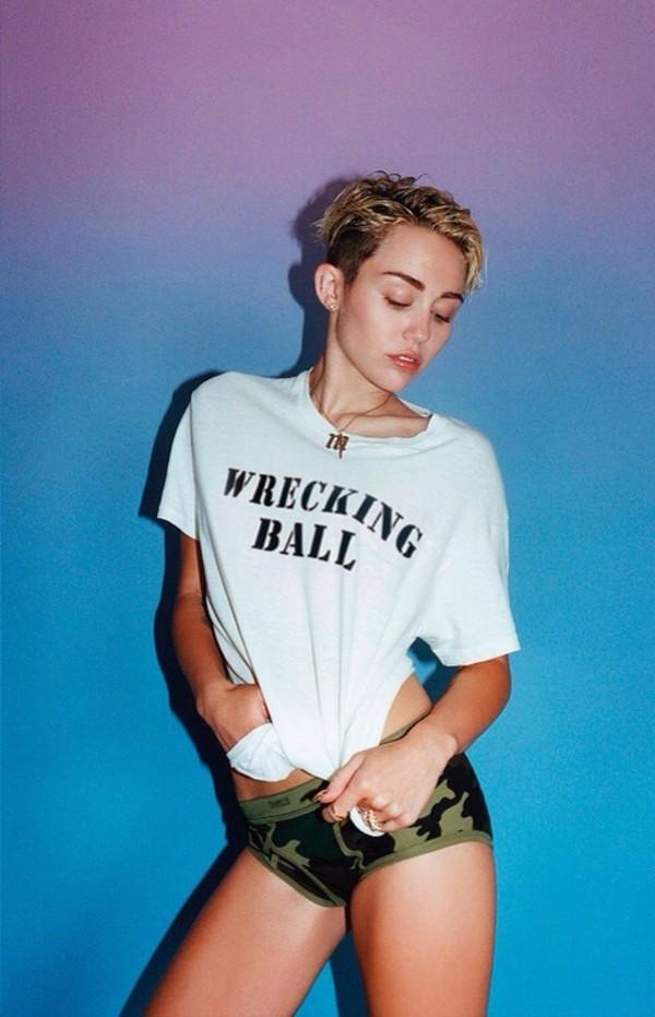 t-shirt miley cyrus underwear shorts