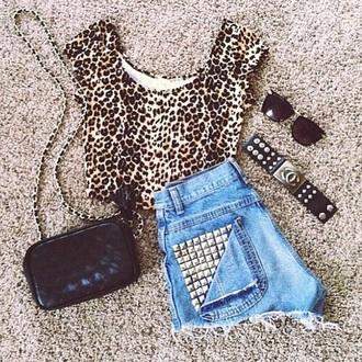 shirt leo print short jewels sunglasses