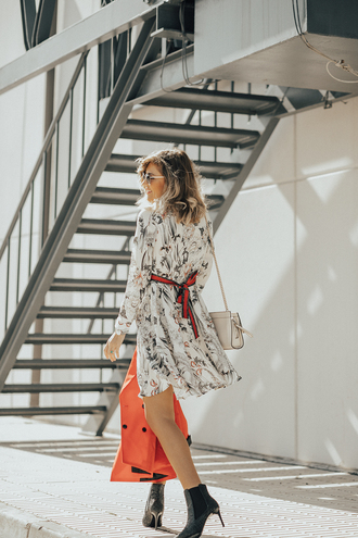 mi aventura con la moda blogger dress jacket shoes sunglasses ankle boots blazer chain bag