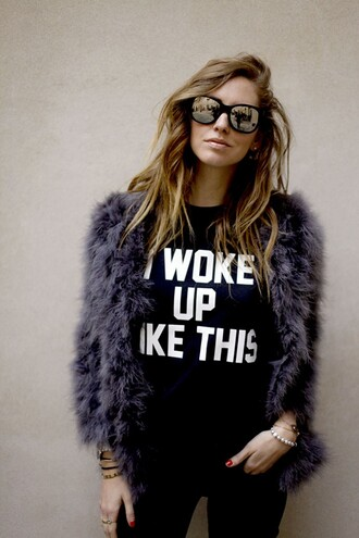 jeans sweater jewels coat bag sunglasses blouse shirt jacket fur black white i woke up like this t-shirt beyoncé shirt pretty ombre hair furr fake faux fur blue purple sassy girl blonde hair black shirt printed shirt fur coat chiara ferragni the blonde salad cute woke up like this cool