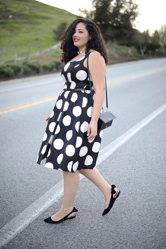 girl with curves blogger polka dots retro curvy plus size dress flats