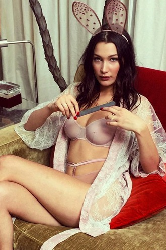 underwear bella hadid model celebrity nude bra kimono lace lace kimono hair accessory brunette