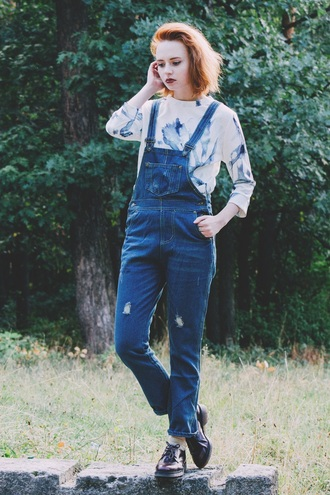 kristina magdalina blogger denim overalls printed sweater blue and white