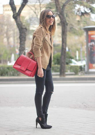 besugarandspice blogger ripped jeans red bag perfecto