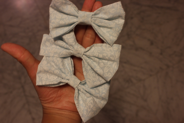 Cute hair bows (mint & lace)