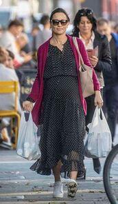 dress,streetstyle,pippa middleton,sneakers,midi dress,maternity dress,polka dots