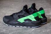 shoes,black and green,kicks,nike shoes,huarache