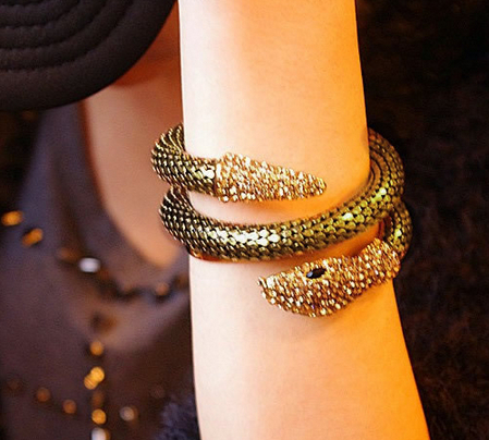 Aliexpress.com : Buy 2013 hot sale women & girl fashion vintage bracelets & bangles snake gold sliver Cinnamon punk Hyperbolic retro free shipping from Reliable bangle stand bracelet display rack suppliers on Dora Sweet Shop