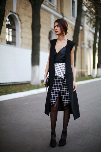 top tina sizonova blogger asymmetrical checkered
