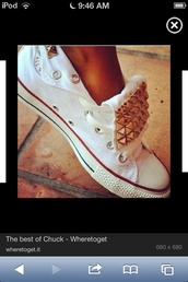shoes,converse,white low tops with studs,bag
