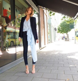 the fashion eaters blogger shirt classy asymmetrical skinny jeans nude sandals blue shirt blazer