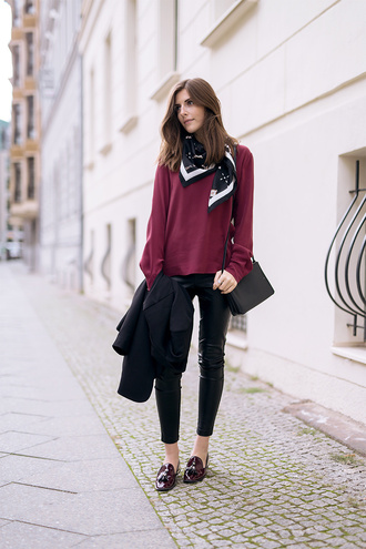 simple et chic blogger jacket blouse scarf shoes bag