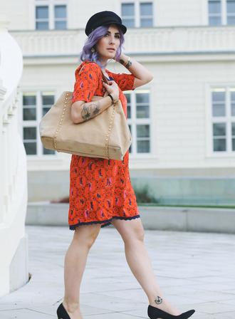 like a riot blogger orange dress beige bag