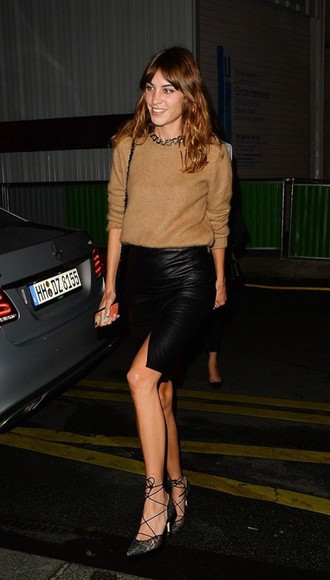 alexa chung skirt fashion week 2014 streetstyle leather skirt camel