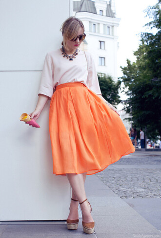 skirt white blouse orange midi skirt brwn platforms blogger statement necklace sunglasses