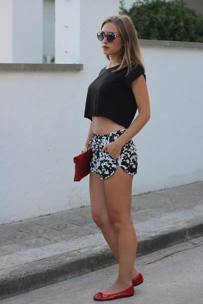 say queen t-shirt shorts bag sunglasses shoes