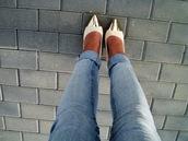 shoes,gold tipped shoes,gold,pink,white,white and gold,heels,white heels,gold heels,jeans,stilettos,light pink,cream high heels