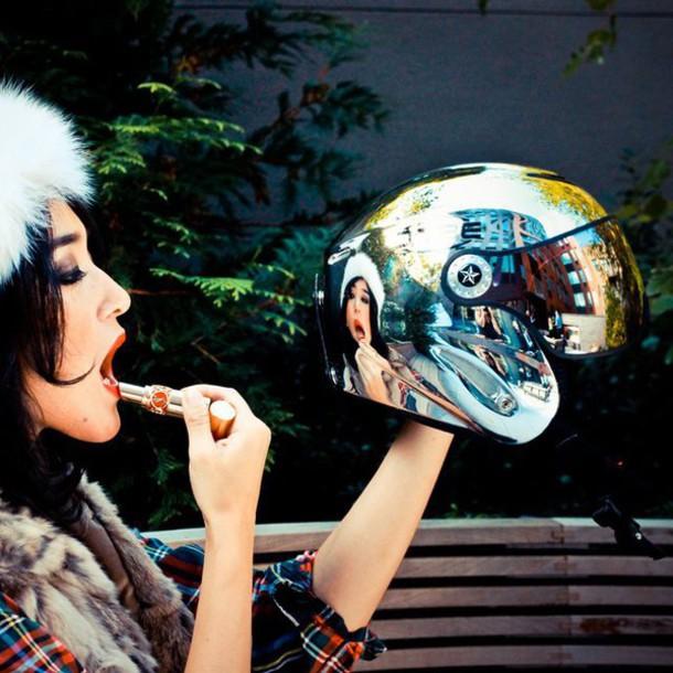 hat helmet helmet ski skiing skiing winter sports sportswear sportswear lipstickf mirror reflect reflective snow sportswear