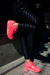 bright sneakers,black leggings,leggings,workout leggings,workout,pink sneakers,neon,neon pink,nike sneakers,air jordan,gym,running sneakers,running shoes,sportswear