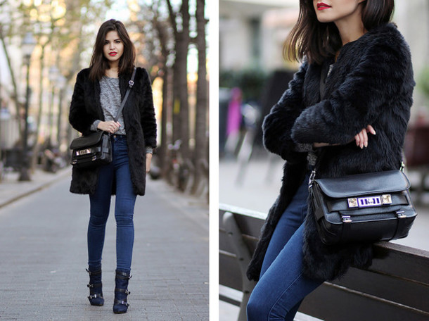 fake leather blogger jeans black coat faux fur black bag