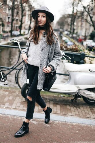 shoes grey hat grey coat grey sweater black ripped jeans black boots blogger
