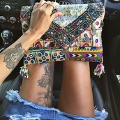 bag,aztec,colorful,clutch,boho,cute,this exactly,bohemian,bohemian bag,beautiful,purse,bagsq handbags,rings and tings,rings and jewelry,brackets rings indian bohemian,shorts,skinny,frimge,fringed bag,fringes,car