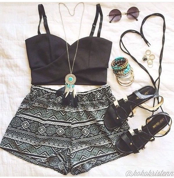 shorts tribal shorts summer outfit tumblr outfit spring crop tops bustier jewelry tribal pattern tribal printed shorts boho chic bohomenian hipster black crop top bustier crop top High waisted shorts boho patterns shorts top jewels summer holidays summer outfits printed shorts