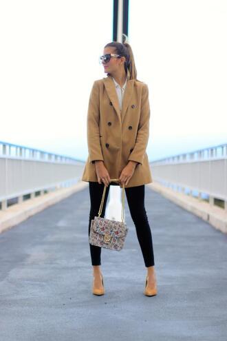 marilyn's closet blog blogger coat bag jeans shoes blouse sunglasses belt beige coat pumps spring outfits black skinny jeans