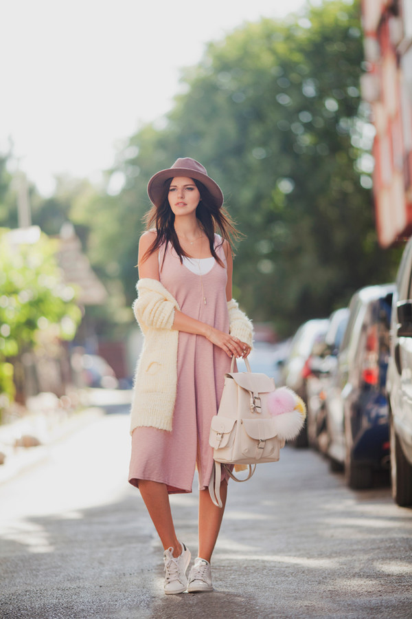 the bow-tie blogger cardigan jumpsuit jewels hat cropped jumpsuit summer outfits long cardigan white cardigan felt hat backpack white backpack sneakers white sneakers pink dress
