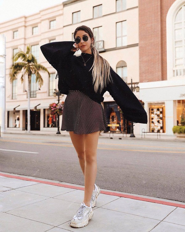 skirt mini skirt polka dots high waisted skirt sneakers white sneakers sweater black sweater oversized sweater round sunglasses
