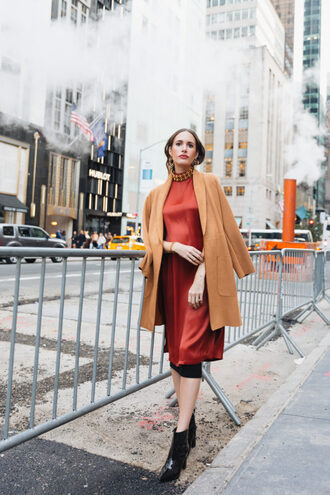 louise roe blogger coat skirt shoes jewels make-up fall outfits camel coat ankle boots