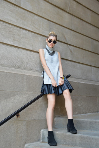 mermaid waves blogger sleeveless slit top leather skirt pleated skirt round sunglasses chunky boots back to school