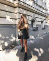 skirt,mini skirt,pleated skirt,sweater,knitted sweater,boots,round sunglasses