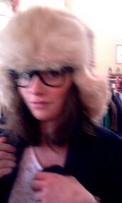 hat,fur hat,white hat,beige hat,winter outfits