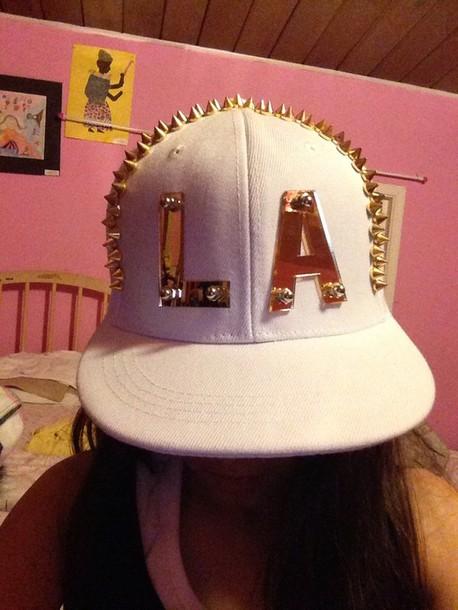 hat white color with cold /la hat